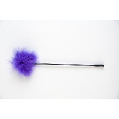 Щекоталка с фиолетовым пушком на кончике