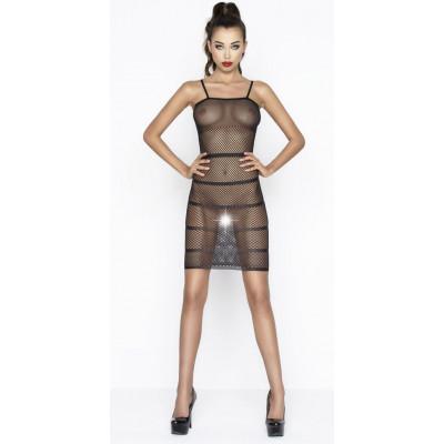 Эффектное платье-сетка с горизонтальными полосами