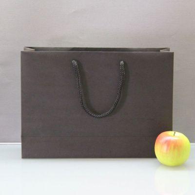 Чёрный бумажный пакет для покупок - 35 х 25 х 10 см.